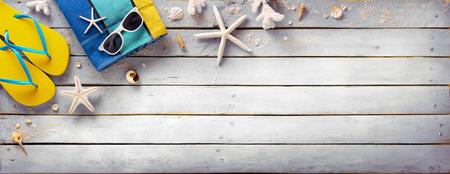 Photo pour Beach Accessories On Vintage Wooden Plank - Retro Summer Holiday - image libre de droit