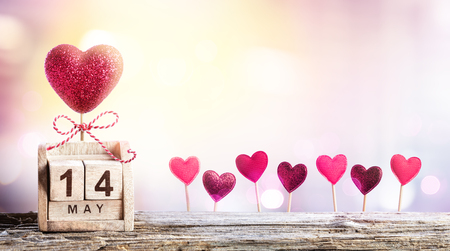 Foto de Mothers Day - Calendar Date With Hearts Decoration - Imagen libre de derechos