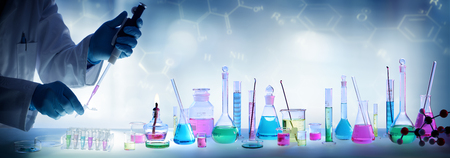 Foto de Analysis Laboratory - Scientist With Pipette And Beaker - Chemical Equipment - Imagen libre de derechos