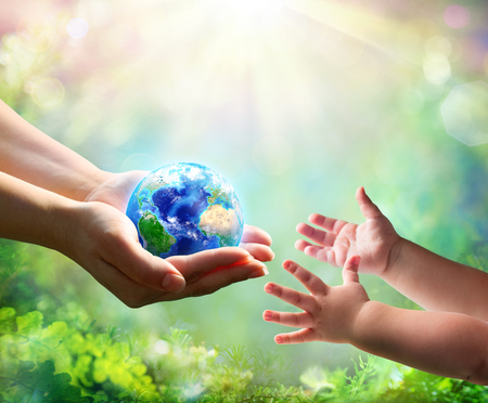 Photo pour Mother Give Blue Earth In Daughter Hands - image libre de droit