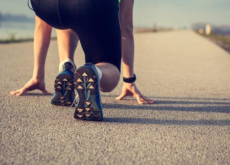 Photo pour Close up image sprinter legs on the start - image libre de droit