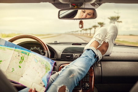 Foto de Young woman alone car traveler with map - Imagen libre de derechos