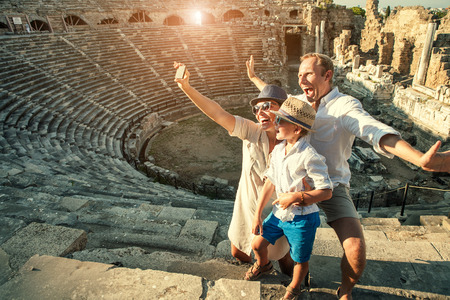 Photo pour Funny family take a self photo in amphitheatre building - image libre de droit