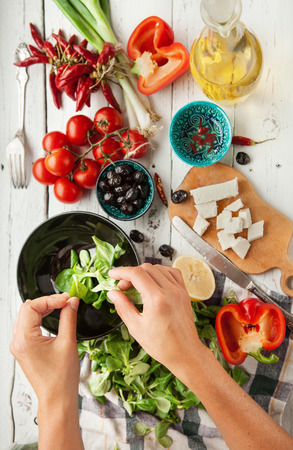 Foto de Vegetarian low calorie Greek salad preparation top view - Imagen libre de derechos