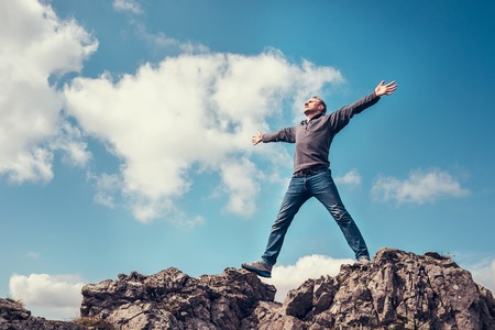 Photo pour Man enjoy with freedom feel on the top of mountain - image libre de droit