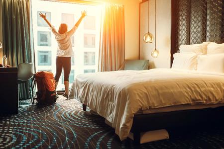 Foto de Happy backpacker traveller stay in high quality hotel - Imagen libre de derechos