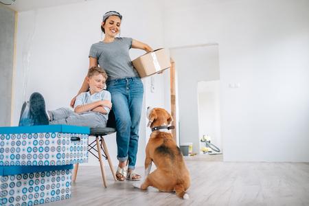 Photo pour Mother wit son and dog in new apartment - image libre de droit