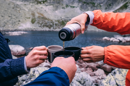 Foto de Tea break during the High Tatras trekking in Slovakia - Imagen libre de derechos