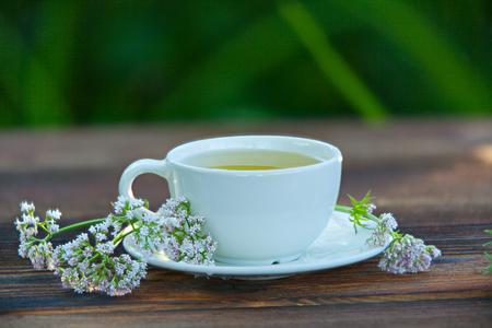 Foto de porcelain cup with green tea on a table - Imagen libre de derechos