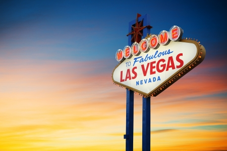 Foto de Welcome To Las Vegas neon sign at sunset  Nevada, USA - Imagen libre de derechos
