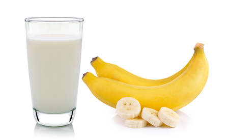 Photo pour glass of milk and banana isolated on white background - image libre de droit