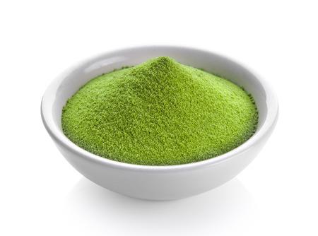 Photo pour green tea powder in a bowl on white background - image libre de droit