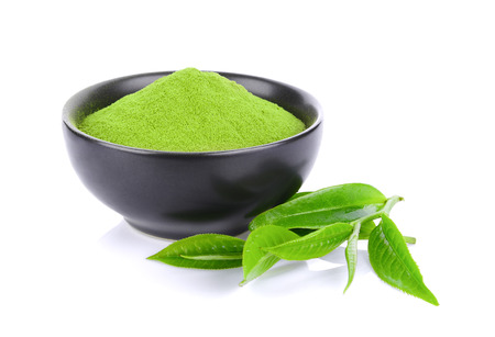 Photo pour Green tea powder and leaf isolated on white background - image libre de droit