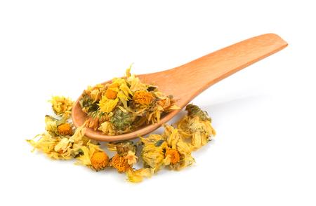 Foto de dried chrysanthemum flowers in wood spoon - Imagen libre de derechos