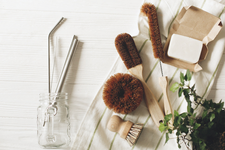 Photo pour eco natural coconut soap and brushes for washing dishes, metal straws, eco friendly flat lay. sustainable lifestyle concept. zero waste food cleaning. plastic free items. reuse, reduce - image libre de droit