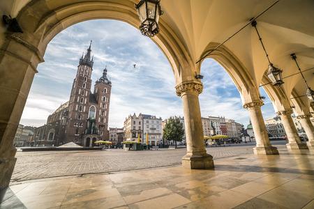 Photo pour Historic Krakow Market Square in the Morning, Poland - image libre de droit