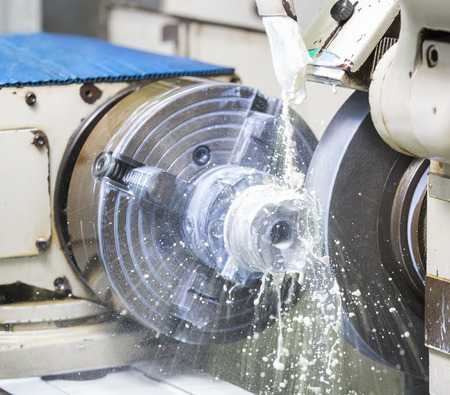 Foto de operator grinding forging die parts by high precision grinding machine - Imagen libre de derechos