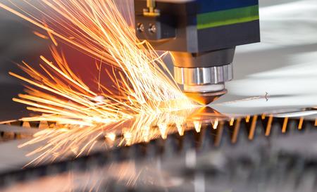 Photo pour High precision CNC laser welding metal sheet, high speed cutting, laser welding, laser cutting technology, laser welding machine - image libre de droit