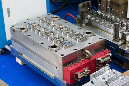Photo pour plastic mold of plastic bottle blowing porcess, high accuracy machining mold and die - image libre de droit