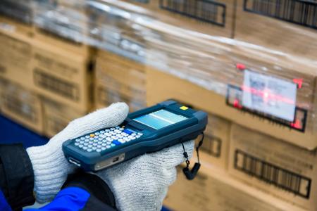 Foto de barcode scanner checking goods in the cold room or warehouse - Imagen libre de derechos