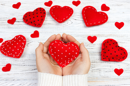 Photo pour Female hands giving red heart. Valentine day background. - image libre de droit