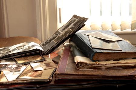 Photo pour Old photos, books and newspapers. - image libre de droit