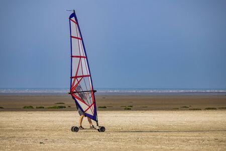 Photo pour windskate on the beach - image libre de droit