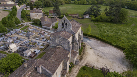 Photo pour Aerial view of a church and cemetery in the French countryside, Rimons, Gironde, France - image libre de droit