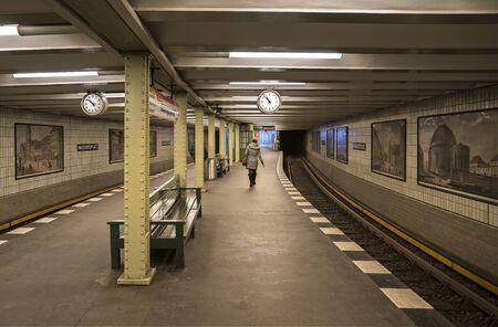 Photo pour U railway station in berlin - image libre de droit