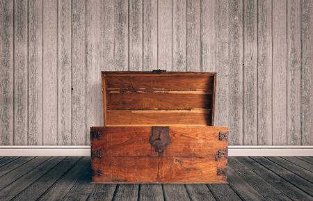 Photo pour Old wooden chest with open lit - image libre de droit