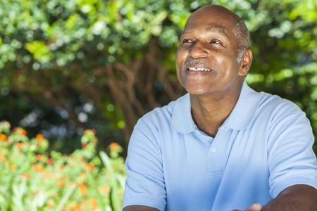 Foto de A happy senior African American man in his sixties outside smiling. - Imagen libre de derechos