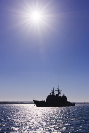 Foto de US Navy War Ship at San Diego Bay during sunset - Imagen libre de derechos