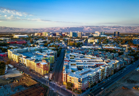 Foto de Aerial view of sunset over downtown San Jose in California - Imagen libre de derechos