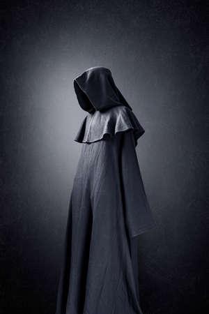 Photo pour Scary figure in hooded cloak - image libre de droit