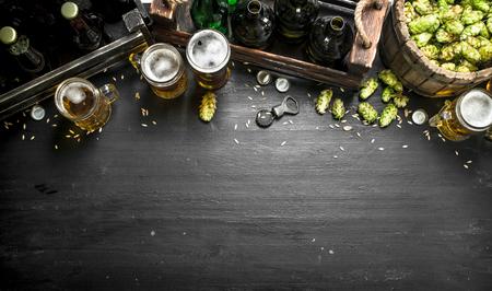 Foto de Beer background. Fresh beer and ingredients. On the black chalkboard. - Imagen libre de derechos