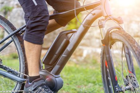 Photo pour Close up of battery of an E-Mountainbike - image libre de droit