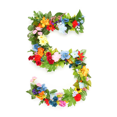 Photo pour Numbers made of leaves and flowers - image libre de droit