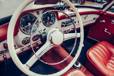 Photo pour Luxury car interior - image libre de droit