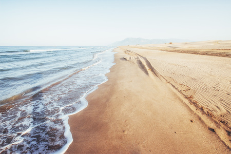 Photo pour Fantastic views of the sea coast with yellow sand and blue water. - image libre de droit