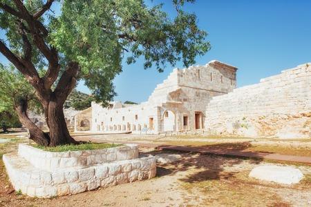 Photo pour City walls in the ruins of Troy, Turkey - image libre de droit