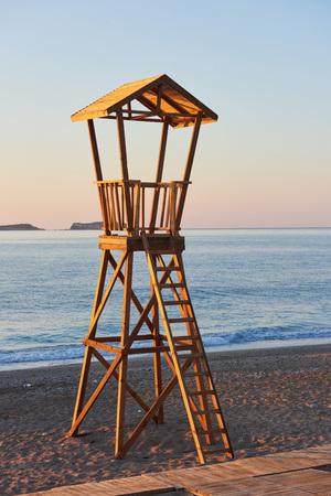Photo pour Beach wood cabin in Spain for coast guard - image libre de droit