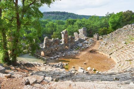 Photo pour City walls in the ruins of Troy, Turkey. - image libre de droit