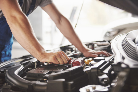 Photo pour Auto mechanic working in garage. Repair service. - image libre de droit