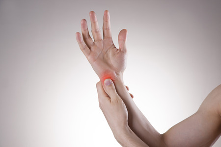 Pain in the joints of the hands. Carpal tunnel syndrome. Care of male hands.
