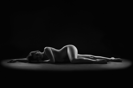 Photo pour Art nude, perfect naked body, sexy woman on dark background, black and white photography, studio shot - image libre de droit