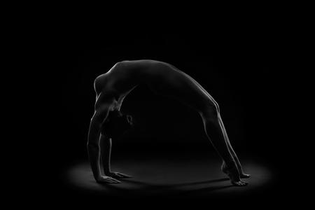 Foto de Art nude, perfect naked body, sexy young woman on dark background, black and white photography, studio shot - Imagen libre de derechos