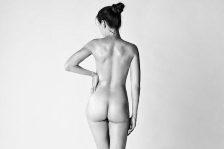 Photo pour Art nude, perfect naked body, sexy woman on gray background, black and white studio shot - image libre de droit