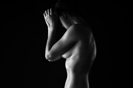 Foto de Art nude, perfect naked body, sexy woman on black background, studio shot - Imagen libre de derechos