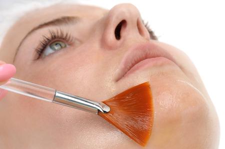Photo pour beauty salon, facial peeling mask with retinol and fruit acids - image libre de droit
