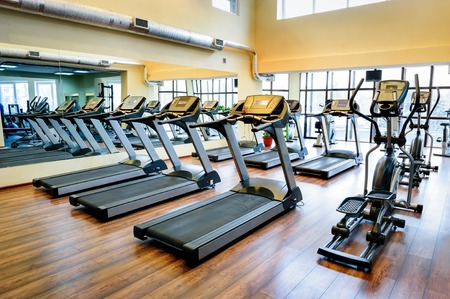 Photo pour Treadmills in a gym - image libre de droit